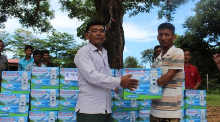 Awareness raising and how to use, maintanance and provide to extream poor people and Anlongchrey village1 (3)