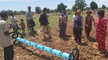 Demostration of Drum seeder at Phcchul village (2)