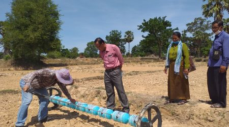 ED visit the use of drum seeder at Smakoh village (1)